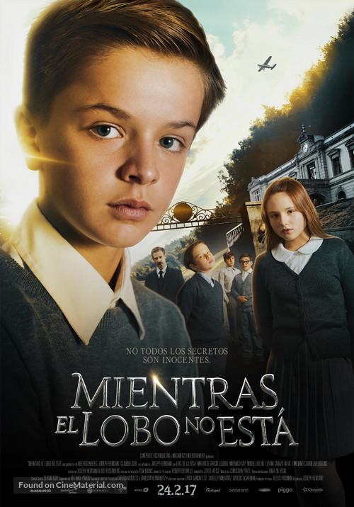Mientras el Lobo No Está - Mexican Movie Poster